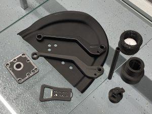 Onyx (PA6 mit 20% Carbonkurzfaser): Beispiele mit Endlosfaser / Metalleinleger