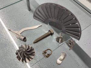 SLM-Muster: Aluminium-, Edel- & Werkzeugstahlbeispiel (50µm Schichtenstärke)